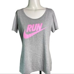 The Nike Tee Athletic Cut RUN Grey & Pink Active